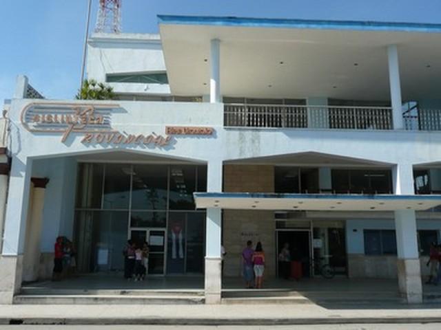 """Holguin Biblioteca provincial """"Alex Urquiola"""""""